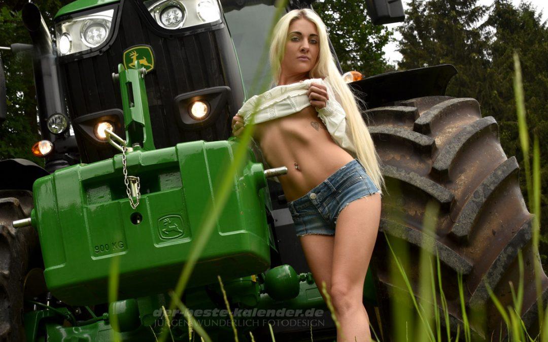 Kalendershooting für den erotischen Landmaschinenkalender